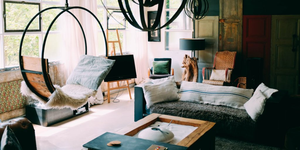 Jak najlepiej wykorzystać meble w małym pokoju dziennym?