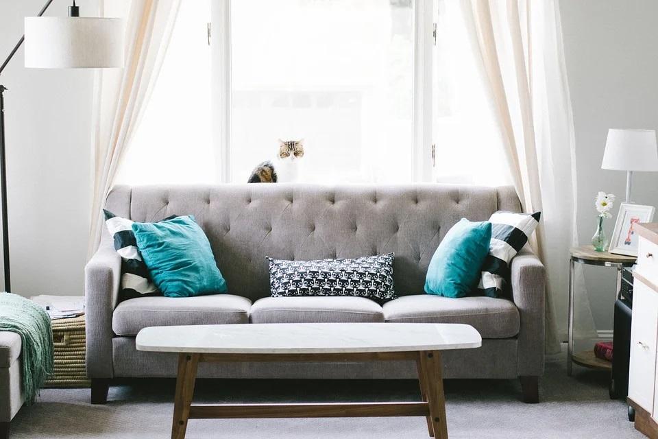 Kiedy warto zdecydować się na meble tapicerowane do salonu?